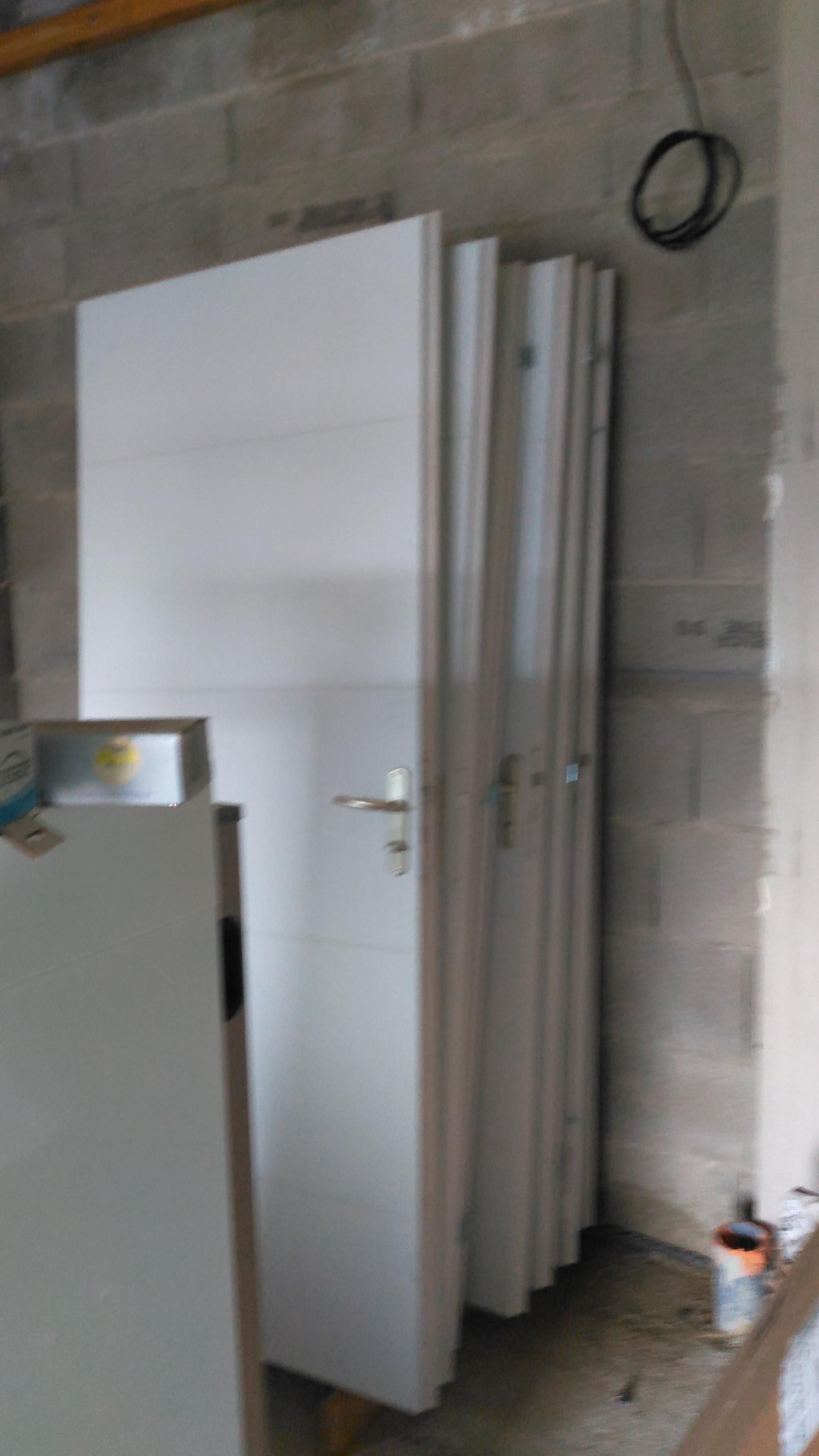 24 portes abandonnées dans le garage